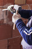 Worker with hammer and chisel on a construction site — Stockfoto