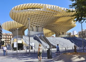 SEVILLE, SPAIN-MAY 08 2012: Metropol Parasol in Plaza de la Encarnacion. — Stock Photo
