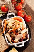 Schotel met vlees en tomaat — Stockfoto
