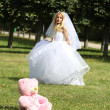 Bride and pink toy in park — Stock Photo