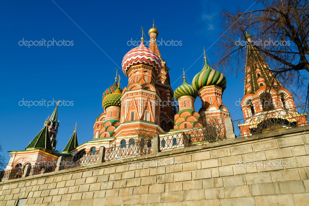 St Basil's Cathedral in Moscow, Russia on a bright winter day — Stock Photo #18286359