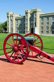 Cannon in front of Virginia Military Institute building — Stock Photo
