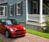 Red car and traditional house — Stock Photo