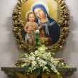 Mother and the child in one of basilicas of Italy. — Stock Photo