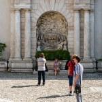 ITALY - SEPTEMBER 11: Tourists near the fountain in Villa D'este, Tivoli, Italy 2012 year. The villa is located near Rome. — Stock Photo