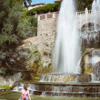 Foto Stock: Fountain in the park Tivoli. Italy