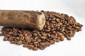 乳鉢と乳棒コーヒー種子 — ストック写真