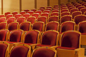 赤い劇場の席の行 — ストック写真