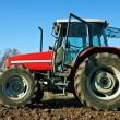 zemědělský traktor výsevu semen — Stock fotografie #36711035