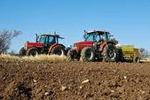 Tractor agrícola sembrando semillas — Foto de Stock
