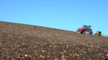 Agricultural tractor sowing seeds — Stock Video