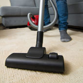 Vacuum cleaner to tidy up the living room — Stockfoto