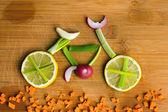 健康的生活方式概念-蔬菜自行车 — 图库照片
