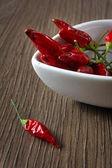 Czerwony hot chili peppers na desce — Zdjęcie stockowe