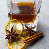 Glass of scotch whiskey with lemon — Stock Photo