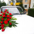 Vintage wedding car decorated with roses. — Stock Photo