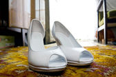 Elegant and stylish bridal shoes. — Stock Photo