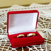 Gold wedding rings with box — Stock Photo