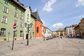 KRAKOW, POLAND - APRIL 11 2013: The Small Market Square in Cracow is the most important square of the Old Town in Cracow, Krakow, Poland April 11 2013 — Foto de Stock