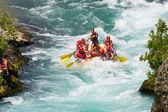 Cañón verde, pavo - 10 de julio de 2010: el rafting en los rápidos del río manavgat el 10 de julio de 2009 en la barranca verde, pavo. río manavgat es uno de los más populares entre las vigas en turquía. — Foto de Stock