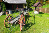 Old wood coach wheel — Stock Photo