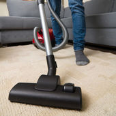 Cleaning home with vacuum cleaner — Stock Photo