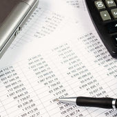 Pen, calculator and business graph — Stock Photo