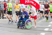 KRAKOW, POLAND - MAY 28 : Cracovia Marathon. Unidentified handicapped man in  marathon on a wheelchair on the city streets on May 18, 2014 in Krakow, POLAND  — Stockfoto