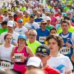 KRAKOW, POLAND - MAY 18 : Cracovia Marathon. Runners on the city streets on May 18, 2014 in Krakow, POLAND — Stock Photo #49539283
