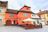 BRASOV, ROMANIA - JULY 15: Council Square on July 15, 2014 in Brasov, Romania. Brasov is known for its Old Town, which is a major tourist attraction includes the Black Church, Council Square and medie — Stock Photo