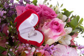 Betrothal detail of the rings and bouquet — Stock Photo