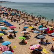 Crowded beach in summer on Algarve Coastline, Portugal — Stock Photo