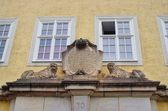 The renaissance decor above gate into tenement house in Goerlitz, Germany — Stock Photo
