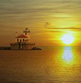老 lighthose 和日落 — 图库照片