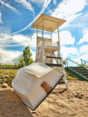 Lifeguard stand and row boat — Stock fotografie