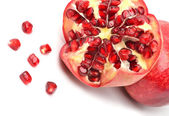 Reifen granatapfelfrucht isoliert auf weiss — Stockfoto