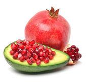 Reife avocado und granatapfel — Stockfoto