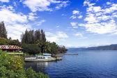 Barca e lago. — Foto Stock