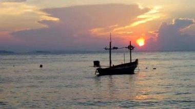 Fishing Boat and Sundoun. — Stock Video