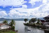 Lago e bote. — Fotografia Stock