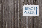 Beach access sign — Stock Photo
