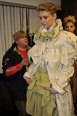 Mosca - 25 marzo: un modelli pronti dietro le quinte presso il yez di yegor zaitsev per presentazione di autunno inverno 2012 durante mbfw su 25 marzo 2012 a Mosca, russia — Foto Stock