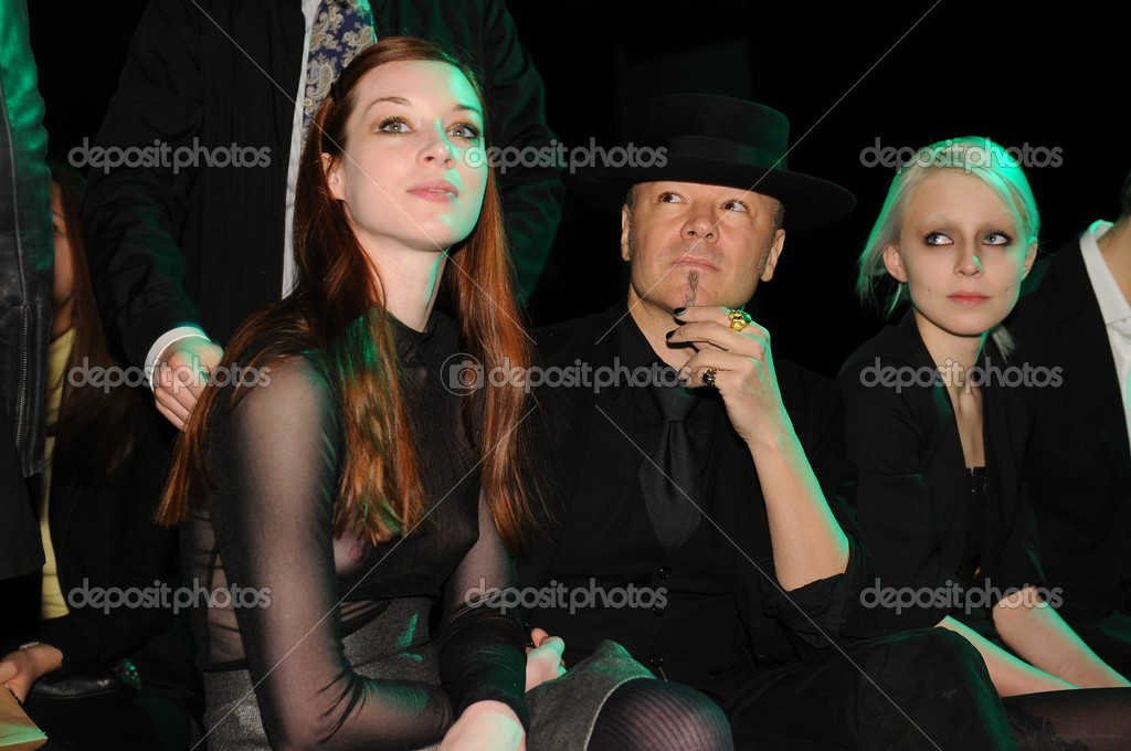 MOSCOW - MARCH 23: Guests sitting at front row at the Viva Vox for Fall Winter 2012 presentation during MBFW on March 23, 2012 in Moscow, Russia  — Stock Photo #12554320