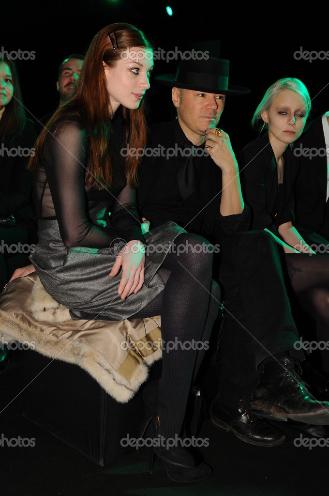 MOSCOW - MARCH 23: Guests sitting at front row at the Viva Vox for Fall Winter 2012 presentation during MBFW on March 23, 2012 in Moscow, Russia  — Stock Photo #12554322