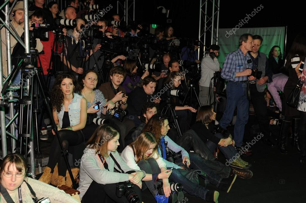 MOSCOW - MARCH 23: Guests sitting at front row at the Viva Vox for Fall Winter 2012 presentation during MBFW on March 23, 2012 in Moscow, Russia  — Stock Photo #12554336