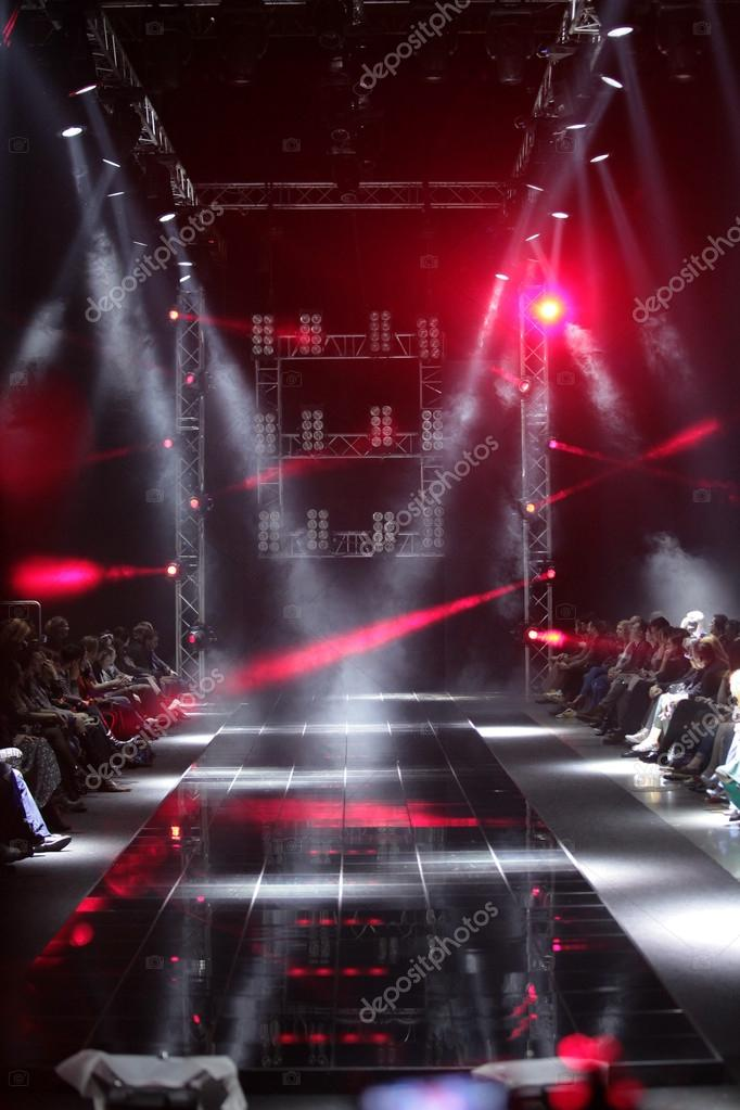 MOSCOW - APRIL 08: Creative lights on runway at the Dmitri Loginov Fall Winter 2012 runway presentation during Volvo Fashion Week on April 08, 2012 in Moscow, Russia — Stock Photo #12557757