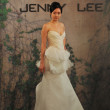 NEW YORK- OCTOBER 14: Models walks runway for Jenny Lee Bridal collection for Fall 2013 during NY Bridal Fashion Week on Octobber 14, 2012 in New York City, NY - Foto Stock