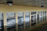 Seriouse inondations dans les bâtiments dans le quartier de sheapsheadbay due à l'impact de l'ouragan de sable — Photo