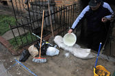 Super pumping water out of building basement in the Sheapsheadbay neighborhood due to flooding from Hurricane Sandy — Stock Photo