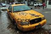 Yellow cabs all in mud in the Sheapsheadbay neighborhood due to flooding from Hurricane Sandy — Stock Photo